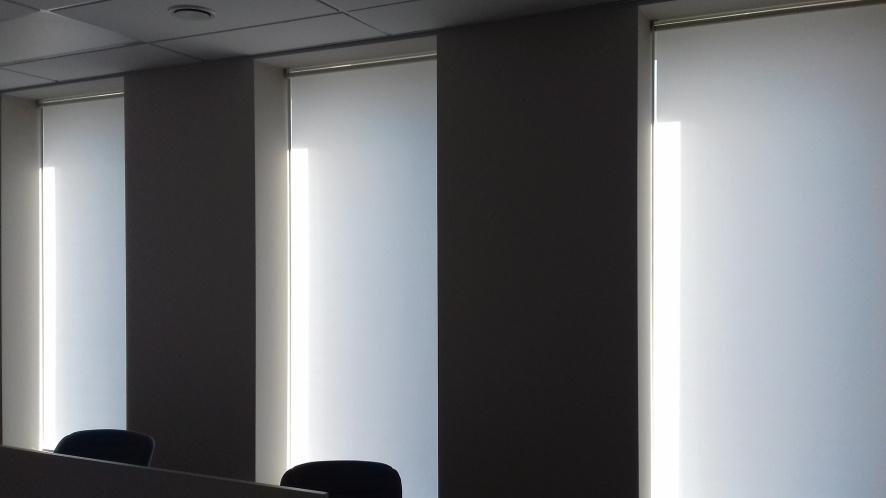 рулонные шторы в офис style=